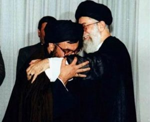 nasrallah_kissing_hand_of_khamenei.468x380.001